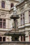 Fontaine de théatre de l'$opéra de Vienne images libres de droits