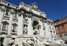 Fontaine de TREVI, borne limite à Rome Images stock