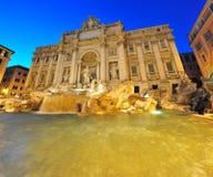 Fontaine de TREVI (Fontana di Trevi) la nuit, Rome image libre de droits