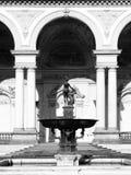 Fontaine de Vénus avec Amor et d'un dauphin au palais de Wallenstein, le siège du sénat de la République Tchèque, Lesser Town photo stock