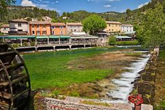 Fontaine-de-Vaucluse, Provence, France: landscape of the village. That was the privileged stay of the poet Petrarch with the picturesque green Sorgue river stock photos