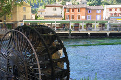 Fontaine de Vaucluse. Water wheel and city of Fontaine de Vaucluse, Provence stock photos