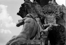 Fontaine des quatre fleuves à Rome Images libres de droits