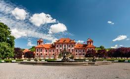 Fontaine devant le palais de Troja, Prague Image stock