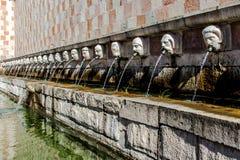 Fontaine 99 du cannelle du delle 99 de Fontana de becs, L Aquila Photos libres de droits