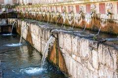 Fontaine 99 du cannelle du delle 99 de Fontana de becs, L Aquila Photographie stock