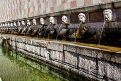 Fontaine 99 du cannelle du delle 99 de Fontana de becs, L Aquila Photo libre de droits
