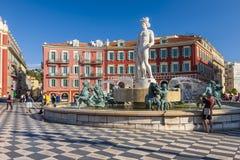 Fontaine du soleil à l'endroit Massena à Nice Image libre de droits