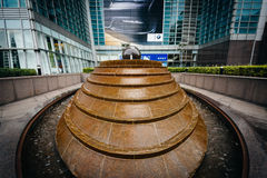 Fontaine en dehors de Taïpeh 101, dans Xinyi, Taïpeh, Taïwan Images stock