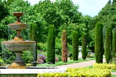 Fontaine en parc Images libres de droits