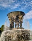 Fontaine en parc de Vigelands Photo stock