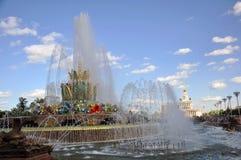 Fontaine en pierre sur le territoire de l'exposition des accomplissements de l'?conomie nationale photos libres de droits