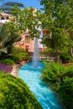 Fontaine en stationnement d'hôtel Images stock