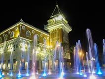 Fontaine et bâtiment Photo libre de droits
