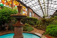 Fontaine et jardins botaniques Photo stock