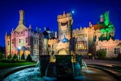 Fontaine et maison Loma la nuit dans le Midtown Toronto, Ontario Images stock