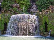 Fontaine et statues, Tivoli, Italie images libres de droits