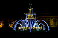 Fontaine faite par la guirlande d'éclairage de Noël Images libres de droits