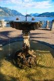 Fontaine historique près de lac Como Image libre de droits