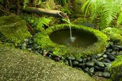 Fontaine japonaise de bambou de l'eau Photographie stock libre de droits