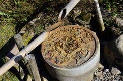 Fontaine japonaise traditionnelle de bambou de l'eau photo stock