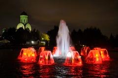 Fontaine la joie de la victoire la nuit - colline de Poklonnaya, Moscou Images libres de droits