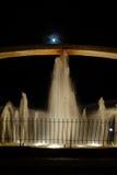 Fontaine la nuit Images libres de droits