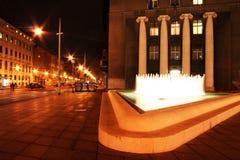 Fontaine la nuit image libre de droits