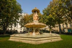Fontaine Louvois is een monumentale openbare fontein in Louvois-Vierkant Stock Foto's