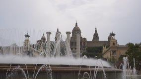 Fontaine magique de Barcelone, Espagne de vue de jour de Montjuïc clips vidéos