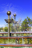 Fontaine moderne au centre de Pavlodar image libre de droits