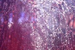 Fontaine multicolore de jet la nuit image libre de droits