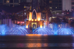 Fontaine musicale la nuit en Chine Photos libres de droits