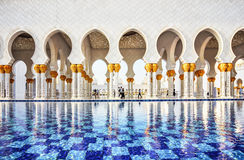 Fontaine na mesquita de Abu Dhabi Sheikh Zayed Grand, UAE Foto de Stock Royalty Free