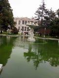 Fontaine nella vecchia architettura Costantinopoli delle costruzioni del giardino fotografia stock libera da diritti