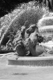Fontaine parisienne classique Images libres de droits