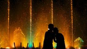 Fontaine pendant la nuit photos libres de droits