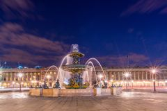 Fontaine Place de la Concorde à Paris images stock