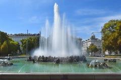 Fontaine, place de Schwarzenberg, Vienne Photos libres de droits
