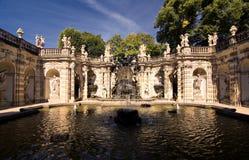 Fontaine près de palais de Zwinger à Dresde Images libres de droits