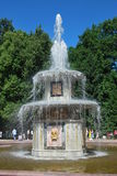 Fontaine romaine dans Peterhof, Russie photos libres de droits