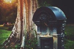 Fontaine rouillée sèche en métal photo libre de droits
