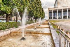 Fontaine scénique, architecture néoclassique dans le secteur d'EUR, image libre de droits