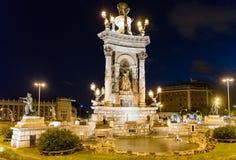 Fontaine scénique dans le d& x27 de Placa ; Espanya la nuit, Barcelone, Cataloni Photographie stock libre de droits