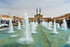Fontaine sur la place d'Amir Chakhmaq dans Yazd l'iran Photo libre de droits