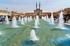 Fontaine sur la place d'Amir Chakhmaq dans Yazd l'iran Image libre de droits