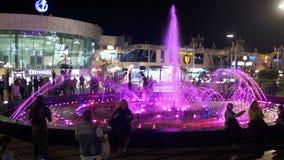 Fontaine sur la place de Soho la nuit, Egypte clips vidéos