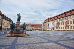 Fontaine sur la place maximum au centre de la ville de Bamberg images libres de droits