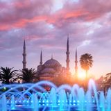 Fontaine sur le secteur de sultanahmet dans le temps de soirée Image libre de droits