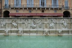 Fontaine sur Piazza Del Campo ? Sienne, Italie images stock